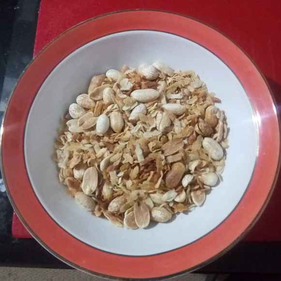 Photo of Fried flattered rice and peanuts. by টিনা সাধুখাঁ at BetterButter
