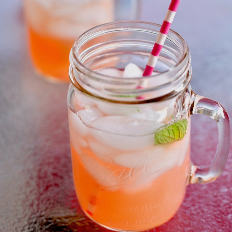 How to make Rhubarb lemonade