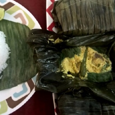 How to make Kumro patai Ilish paturi( Shad/ hilsa fish in pumpkin leaves)