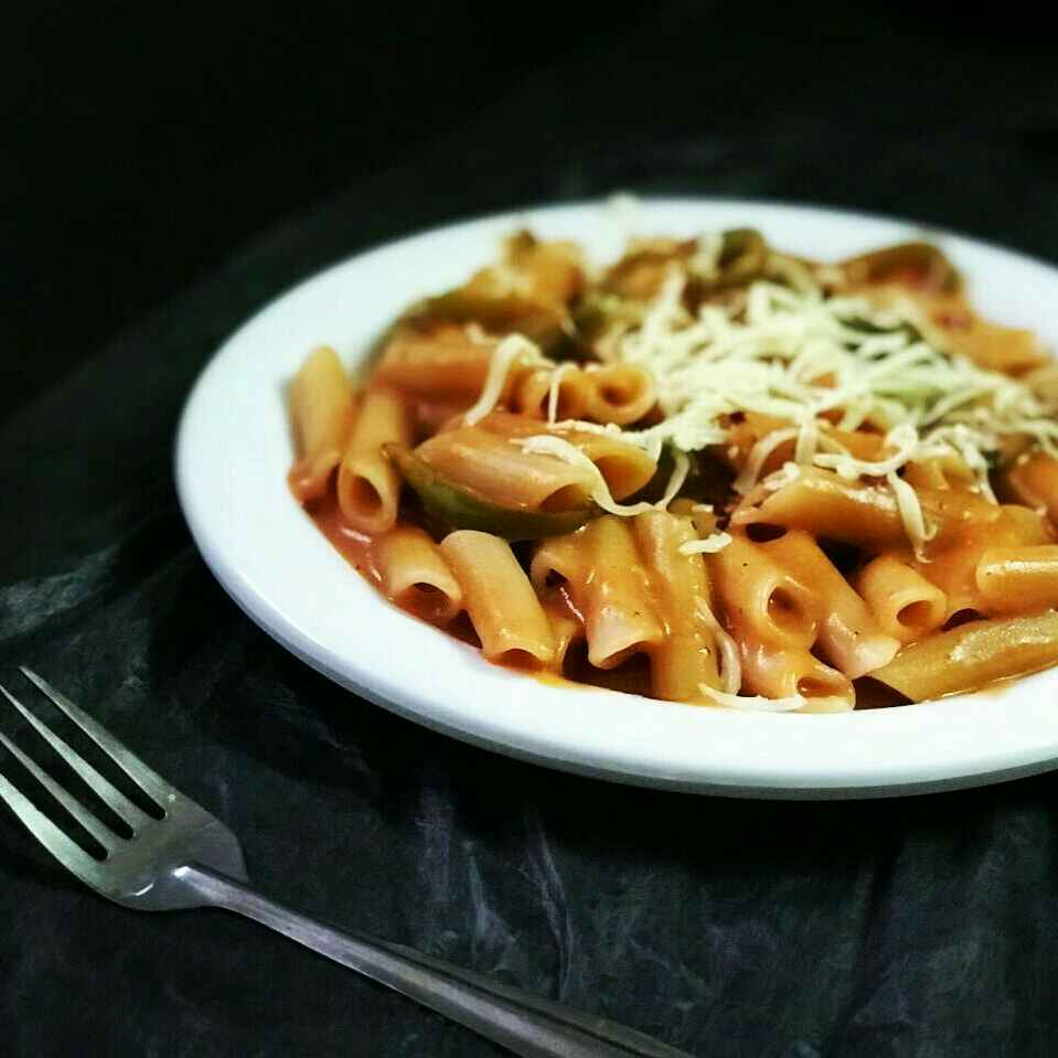How to make red and white sauce pasta