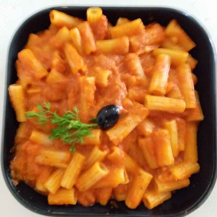 How to make Pasta in Chessy Red Tomato sauce