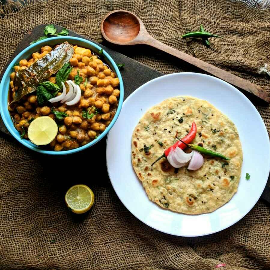 How to make Chhole aur tava kulcha