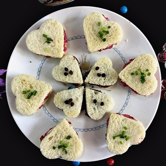 Photo of Heart Shaped Tea Sandwiches by Vanitha Bhat at BetterButter