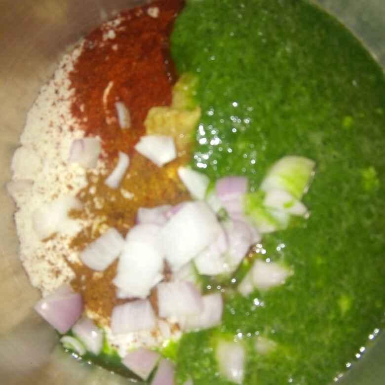 Photo of Green chickpeas uttapam by Varsha Joshi at BetterButter