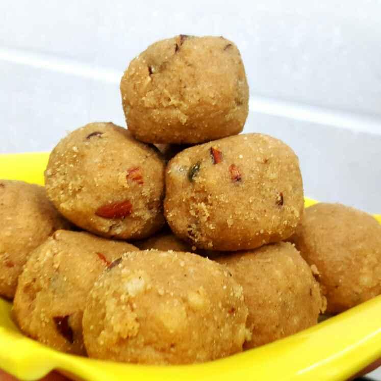 Photo of Gond ke Laddu/Dink Laddu/Edible Gum Sweet Laddu by Vibha Bhutada at BetterButter