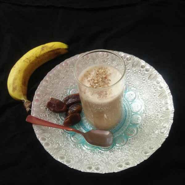 How to make Banana dates milk shake