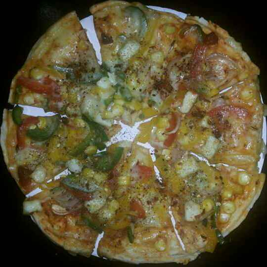 Photo of Veg Pizza (Without an Oven)  by Vithee Bhujbal Hardas at BetterButter