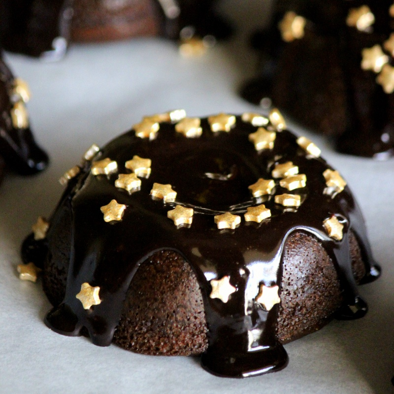 How to make Chocolicious Mini-Bundt Cakes