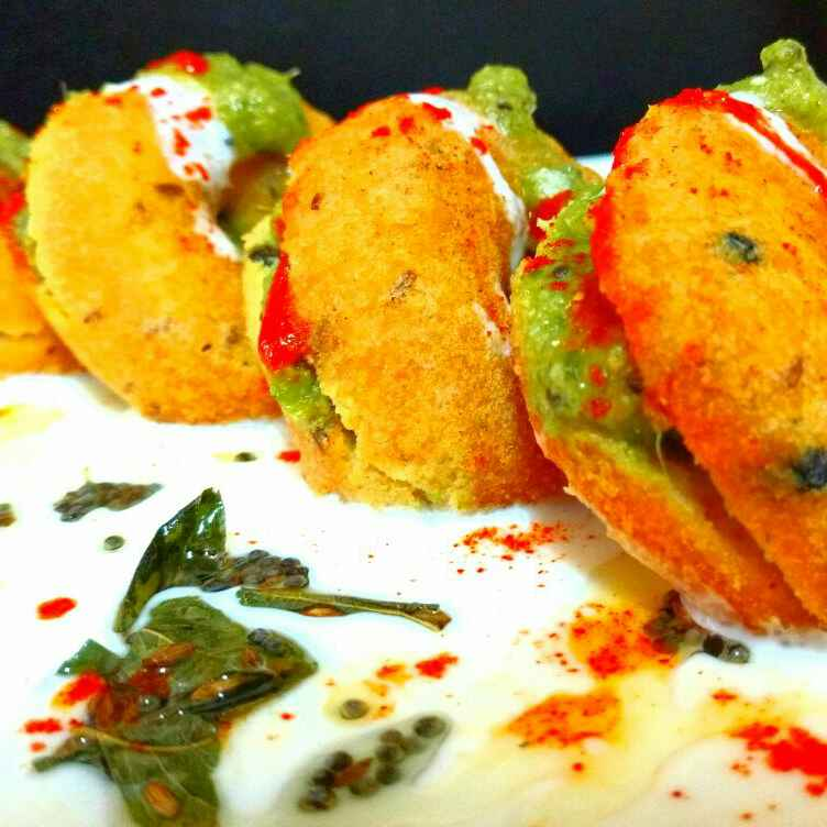 Photo of Stuffed medu wada, Dahi wada style with kiwi, mint and coriander chutney by yasmin saiyed at BetterButter
