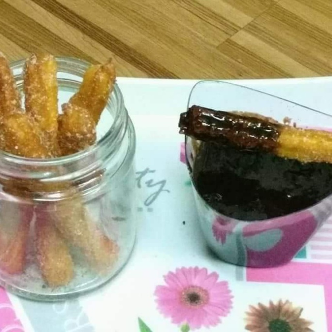 How to make Churros with chocolate sause