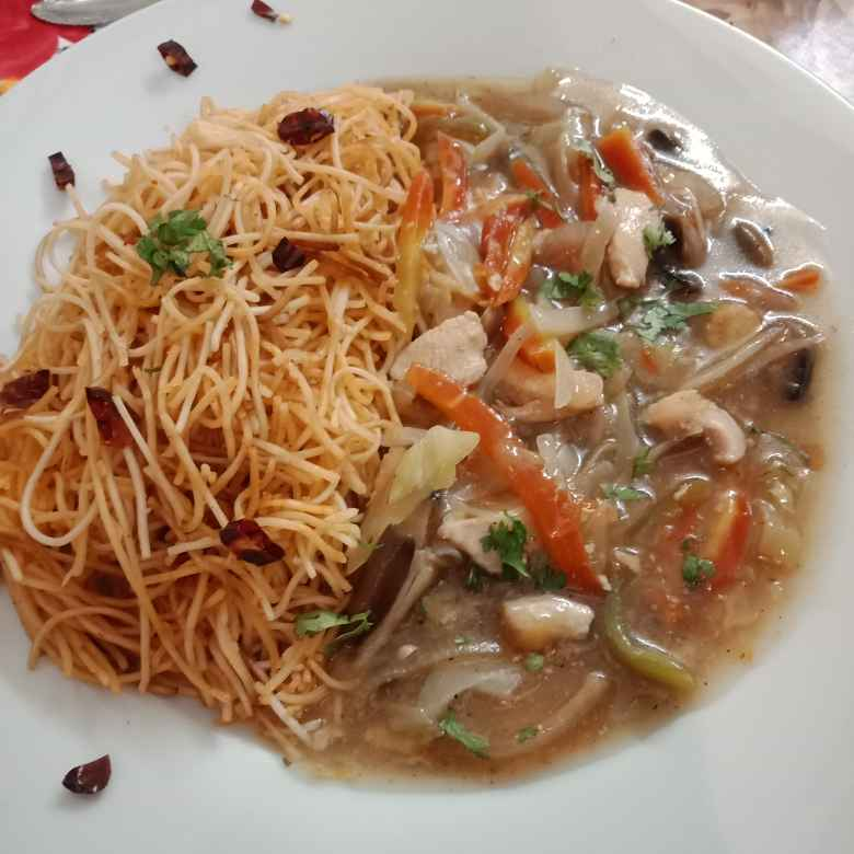 How to make Chilli noodles with garlic chicken and veggies gravy