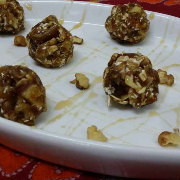 How to make Dates and Walnut Balls With Muesli