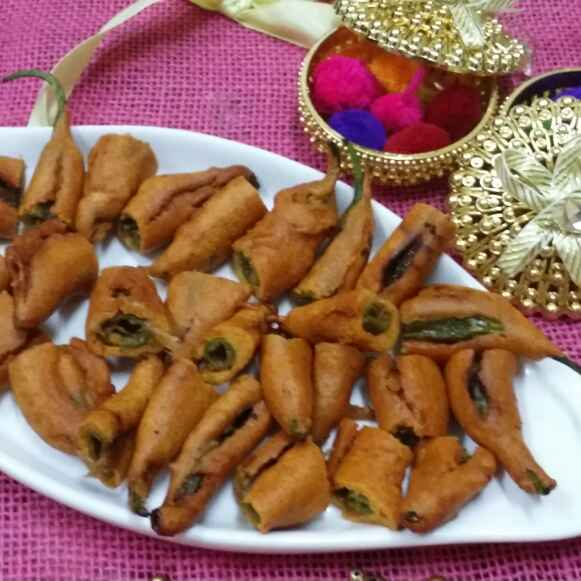 How to make Hyderabadi Cut Mirchi Pakoras