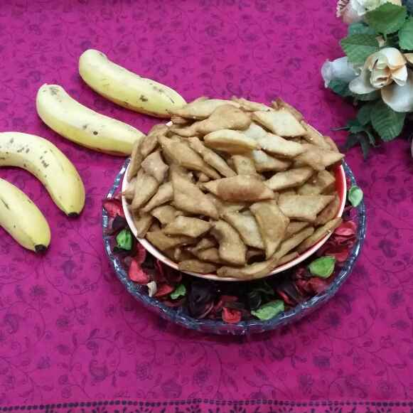 How to make Banana Shakkarparas