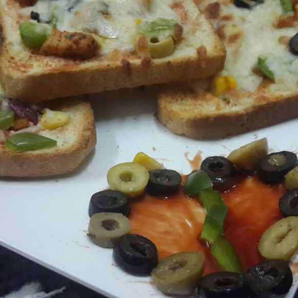 Photo of Bread pizza by Zeenath Muhammad Amaanullah at BetterButter