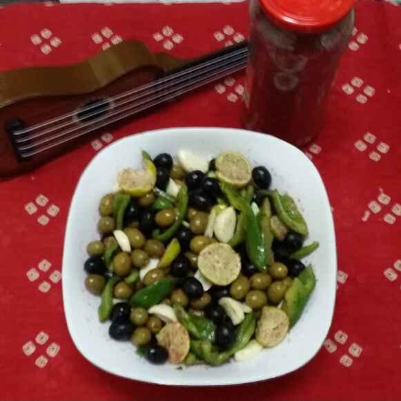 How to make Mixed Olives and Garlic Salad..