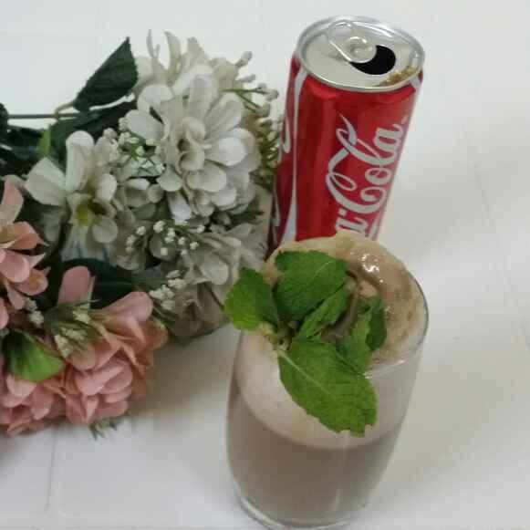 How to make Coke Chocolate Ice Cream Float..