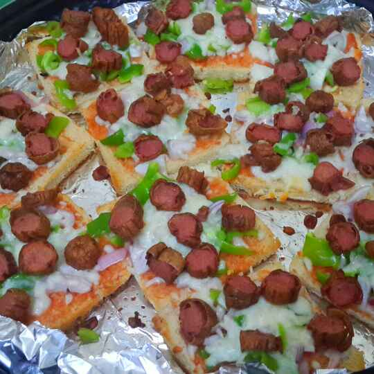 How to make Chicken Sausage Bread Pizza...