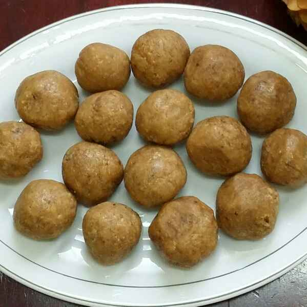How to make Dates and Sesame Balls...