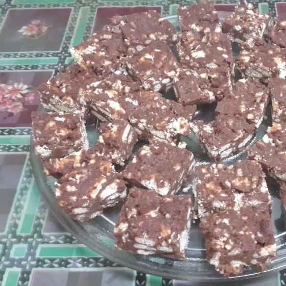 How to make Galaxy Chocolate and Parle G Biscuit Slices...