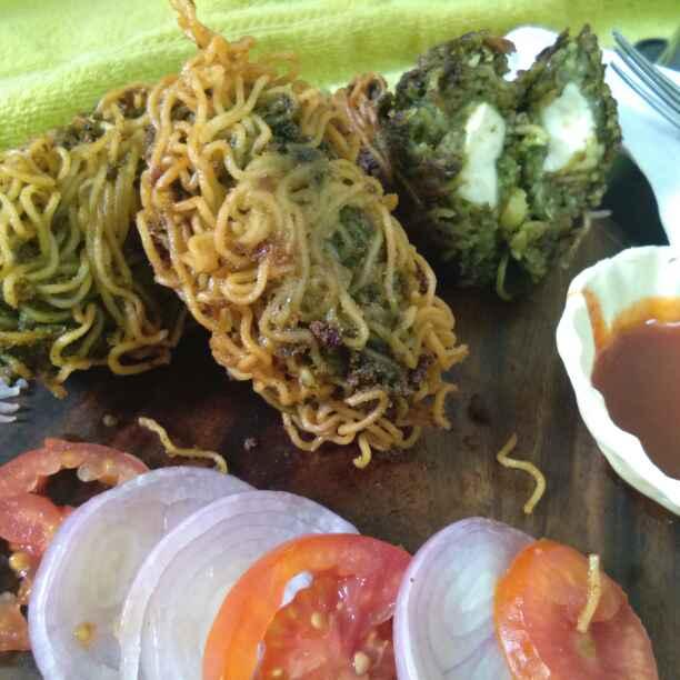 How to make Maggi, Paneer, Potato and Peas Roll