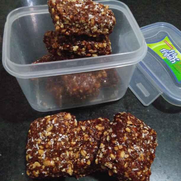 Photo of Moongfali gud aur chocolate ki chikki by Zulekha Bose at BetterButter