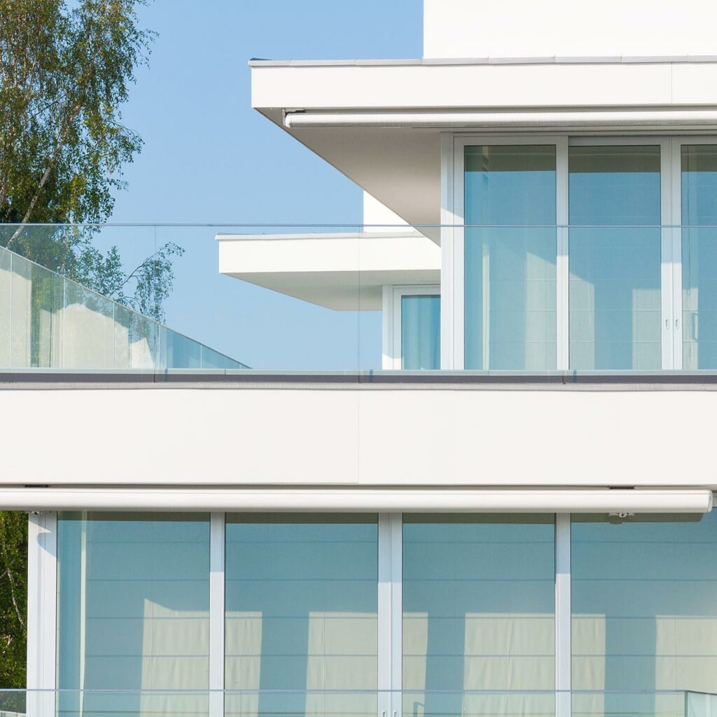 Glass Railing Designs For Balcony - Glass Railings Add An Element Of Luxury Giving Your Apartment Or Home A Swanky Look