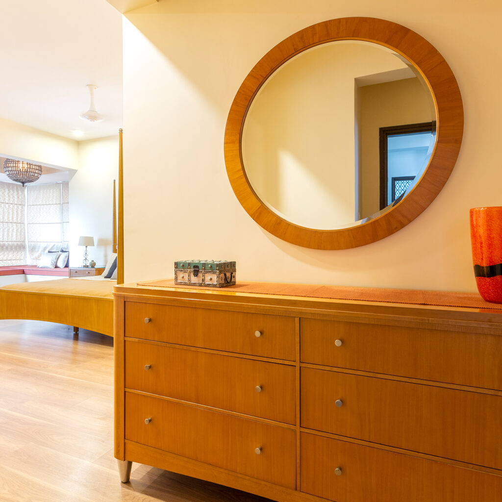 Round Shaped Mirror Can Be Cynosure Of Bedroom