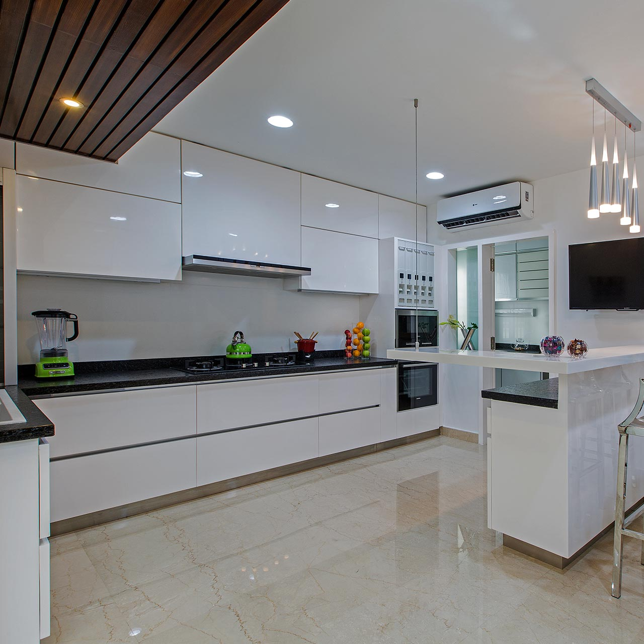 Large Kitchens & Dining