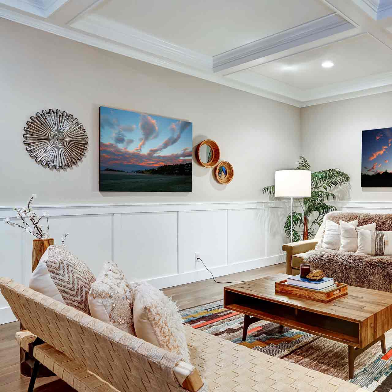 Craftsman style living room designs include a lot of rich wood trims and solid wooden furniture