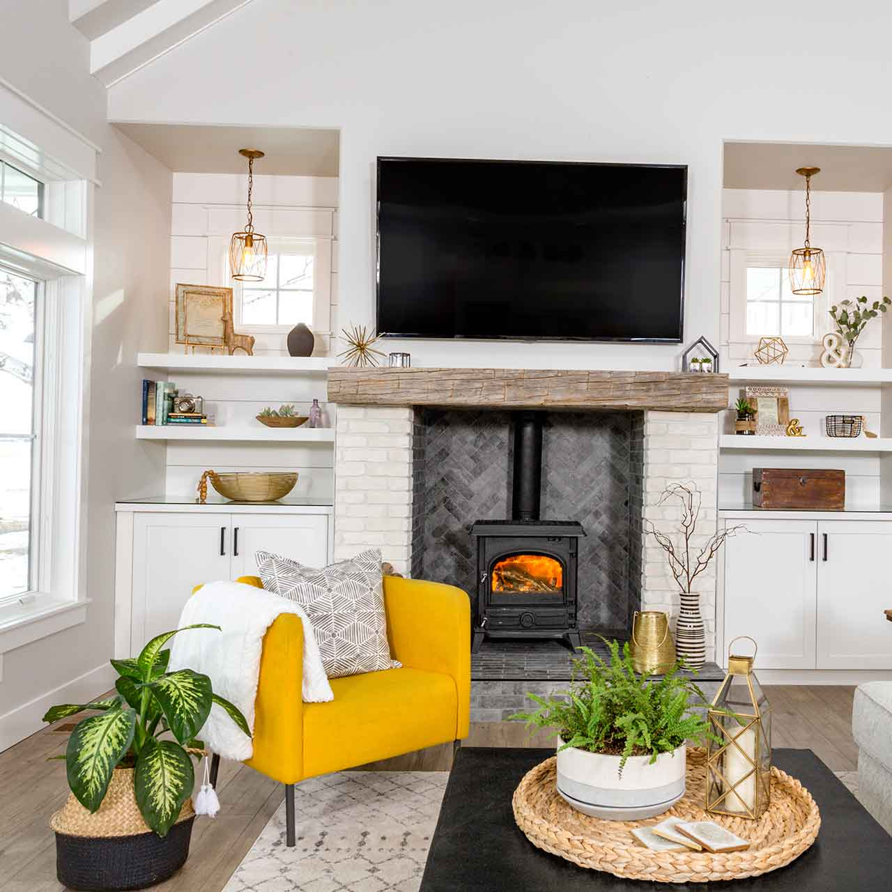Farmhouse style living room interior designs with natural colours and organic material