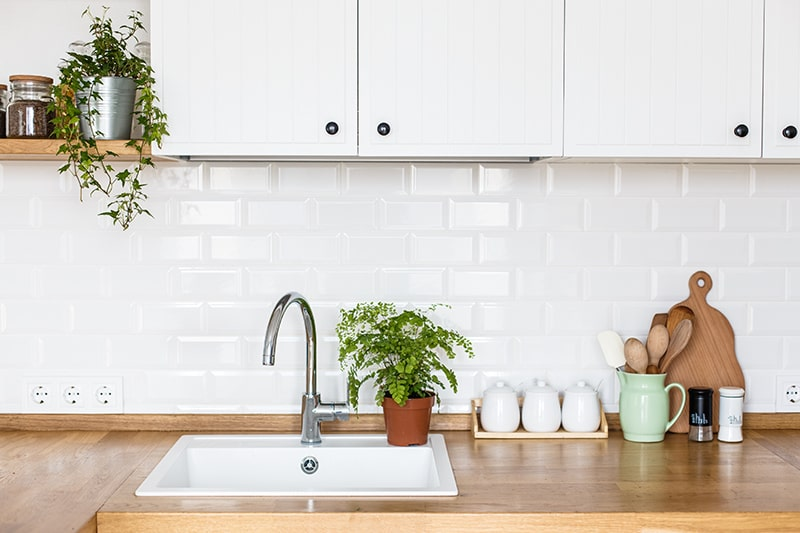 Top-mount kitchen sink easy to install and the kitchen sink price is relatively low in India