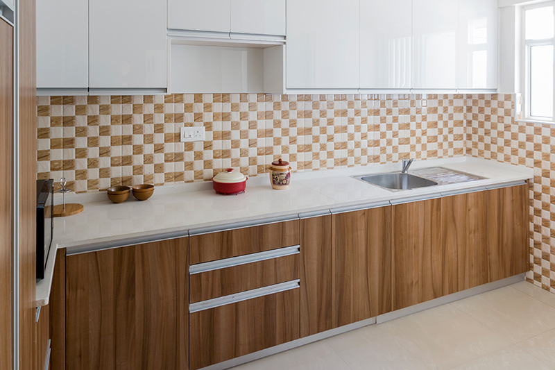 White kitchen backsplash tiles with dark yellow colour from cabinet to countertop with kitchen backsplash images