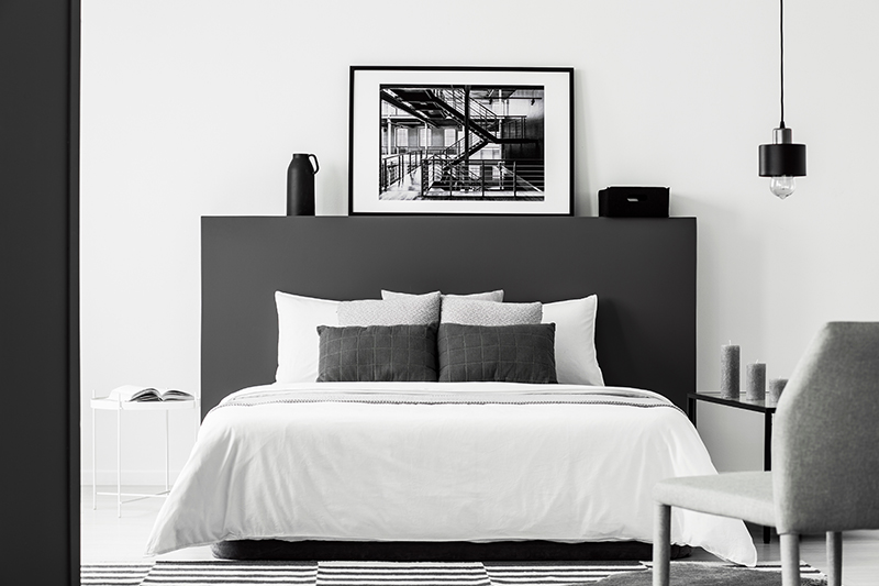Bedroom decoration ideas with bold black accessories that look awesome for interior design for small bedroom