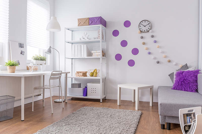 Purple room decor for your home where you don't always have to go all out with colour