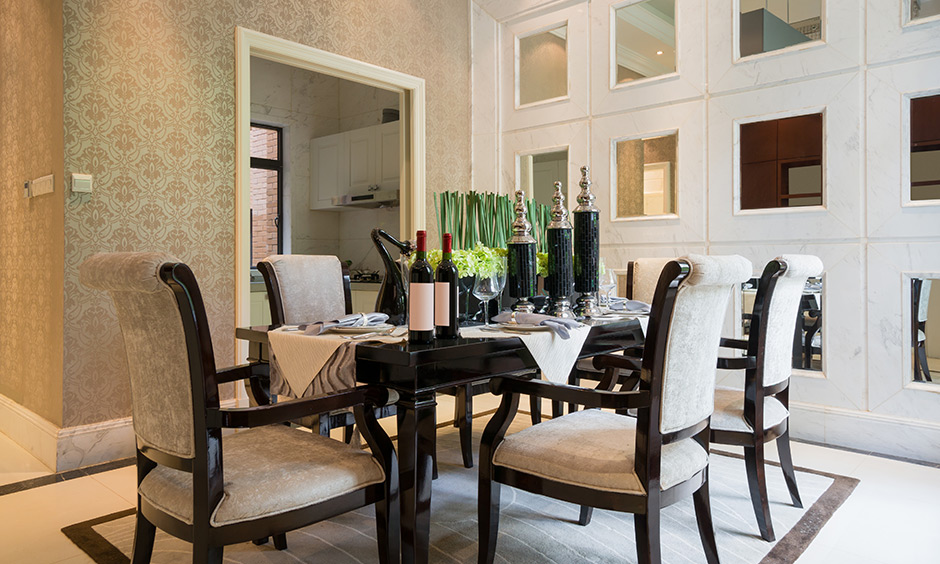 Dining room wall decor with mirrors make space look bigger and brighter.
