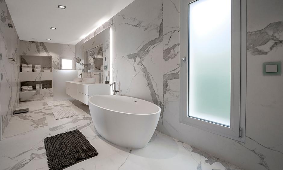 Round bathtub marble stone beauty with a snow-white freestanding bathtub and washbasins in bathroom