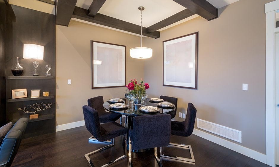 Round glass dining table set makes your dining room looks sleek and modern style