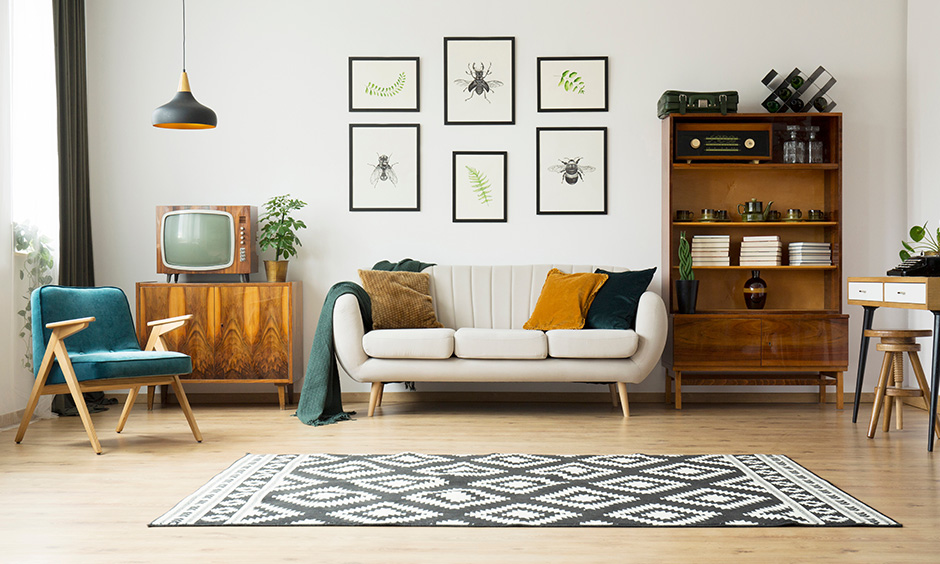 Vintage living room accessories never fail to appeal, adding vintage elements like quirky, good old TV is a brilliant idea!