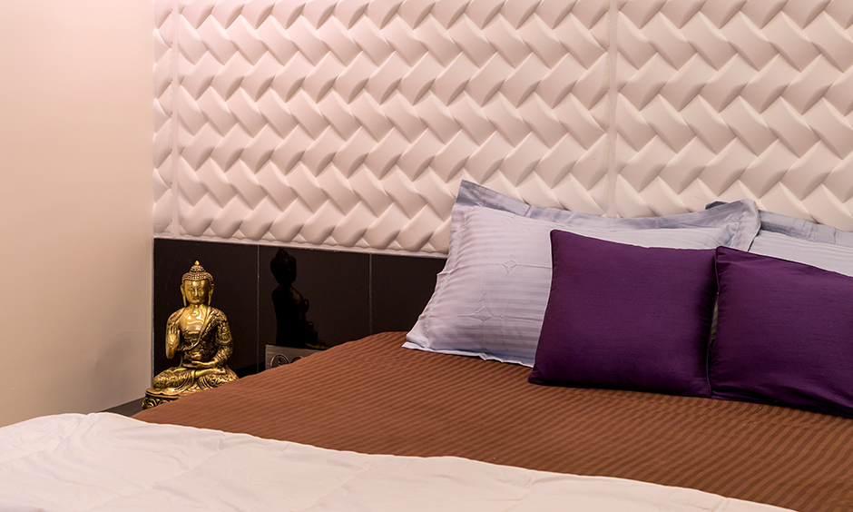 Lavender colour bedroom with metallic statue and the contemporary lighting