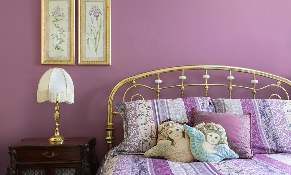 Lavender wall color bedroom with a unified look