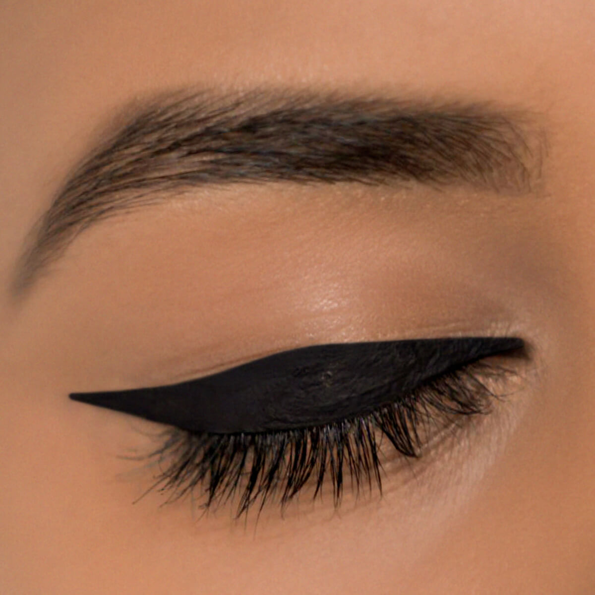 Graphic Eyeliner Look