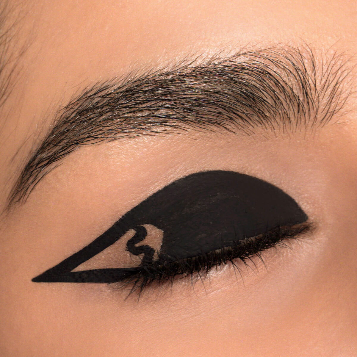 CAT EYE MAKEUP TREND