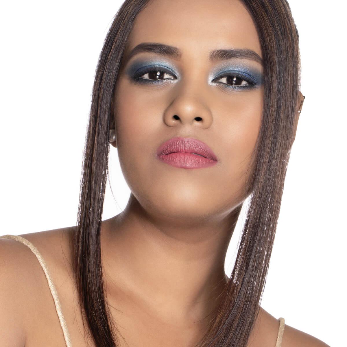 Dua Lipa's 2020 Grammy Awards makeup look
