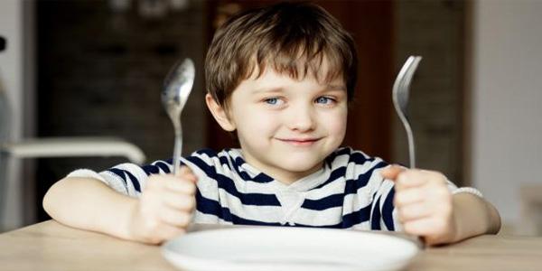 kid_dinner_fork_472493478