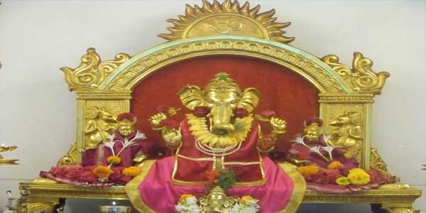 2300-idol-of-lord-ganesha-in-the-ganesh-temple-malvan