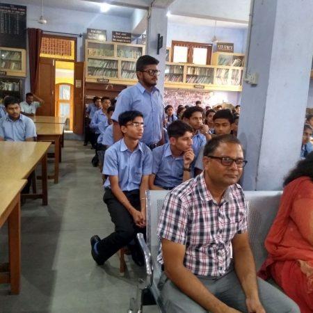 कांगड़ा के जीएवी पब्लिक स्कूल में आयोजित पुलिस की पाठशाला में मौजूद विद्यार्थी और शिक्षक।