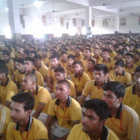 बलिया के नागाजी विद्यालय में आयोजित पुलिस की पाठशाला में मौजूद विद्यार्थी।