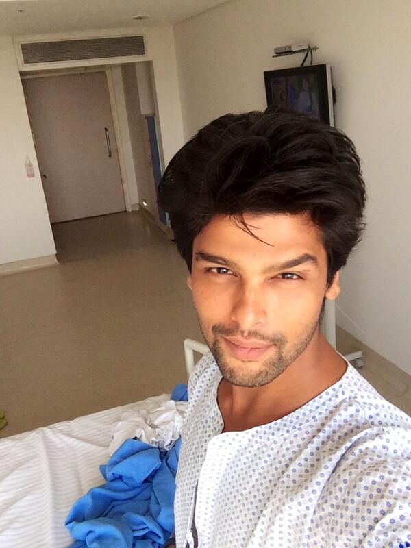 Kushal Tandon Clicks His Selfie From The Hospital
