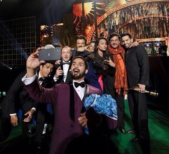 Shahid Kapoor's Selfie with Anil Kapoor, Farhan Akhtar, Shatrughan Sinha, Sonakshi Sinha and Kevin Spacey